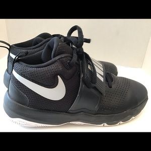 2018 Nike Team Hustle Basketball Size 6.5Y Black
